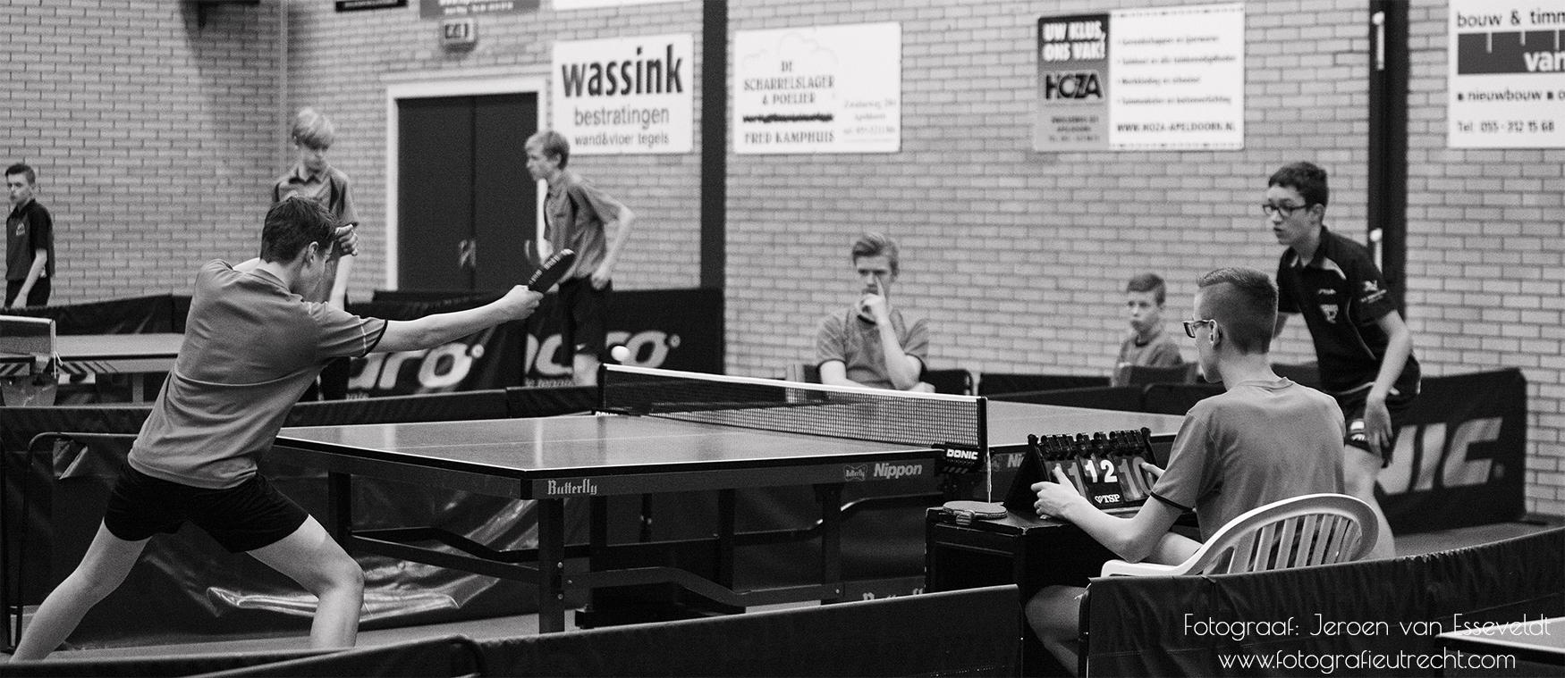 Jeugdcompetitie TTV DE VELUWE Seizoen 2016-2017 (18-3-2016) _MG_1416 Panorama 30cmx13cm Black&White (Website)